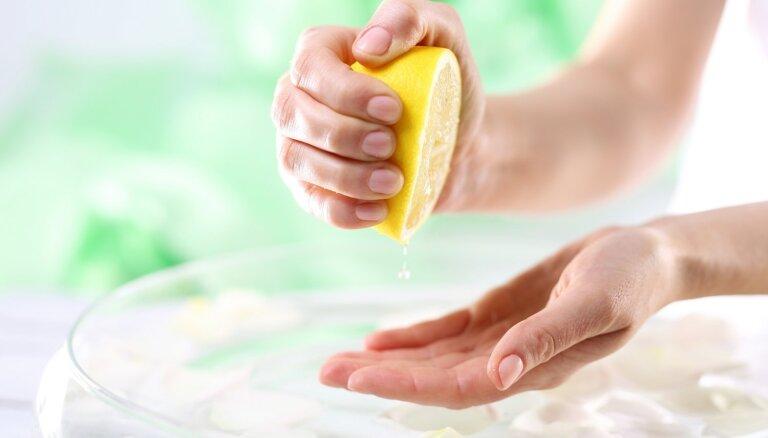 Kāpēc veļasmašīnā vajadzētu pievienot citronu sulu?