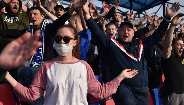 Medijs: Baltkrievijā Covid-19 dēļ pārcelta futbola spēle; klubs aizbildinās ar laikapstākļiem