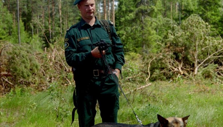Krāslavas novadā pie Daugavas aiztur cigarešu kontrabandistu ūdenslīdēja tērpā