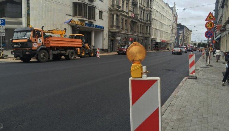 Прокурор: во время ремонта улиц Риги пешеходам не обеспечили безопасного передвижения