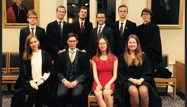 Dāvana Latvijas simtgadei — Dibināta Kembridžas Universitātes Latviešu biedrība