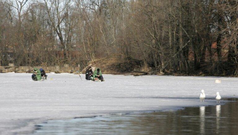 Со среды в Риге запрещено находиться на льду водоемов: штраф до 100 евро