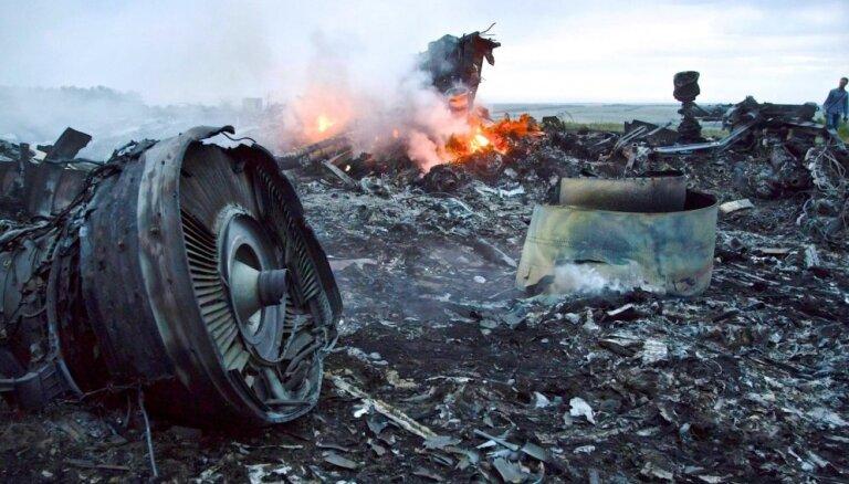 Atbildību par Malaizijas lidmašīnas notriekšanu neviens nav uzņēmies (plkst. 16:44)