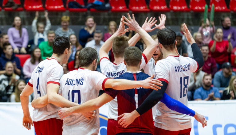 Latvijas volejbolisti neveiksmīgo EČ atlasi noslēdz ar uzvaru; volejbolistes paliek bez uzvarētiem setiem
