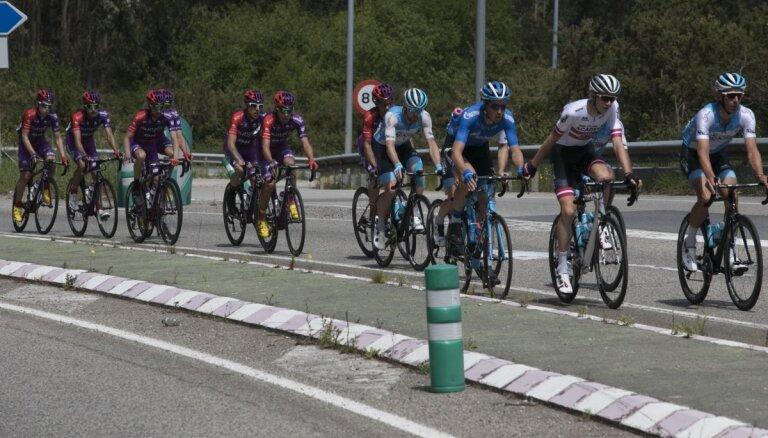 Riteņbraucējam Neilandam otrā vieta kopvērtējumā trīs dienu velobraucienā Spānijā
