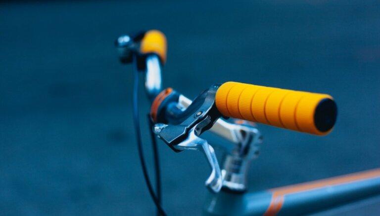 Jaunos riteņbraucējus aicina uz bezmaksas nodarbībām velosipēda vadītāja apliecības iegūšanai