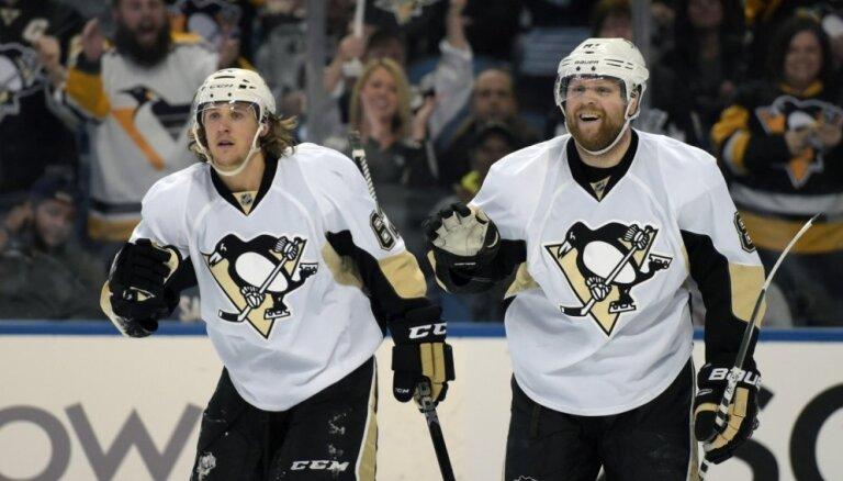'Lightning' un 'Penguins' izlīdzina rezultātu otrajā izslēgšanas spēļu kārtā