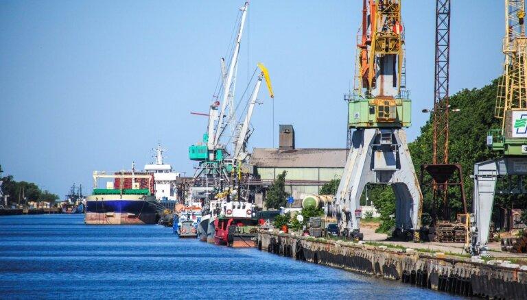 Latvijas ostās pirmajā pusgadā pārkrāva par 30,1% mazāk kravu