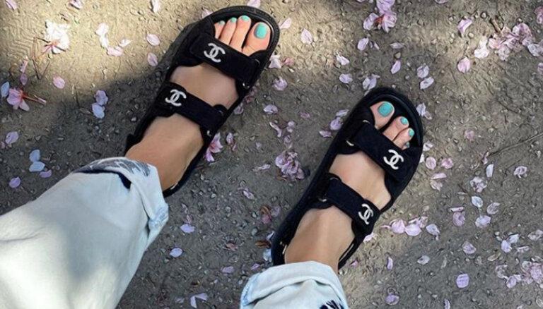 "Новый тренд — ""отцовские"" сандалии на липучках"