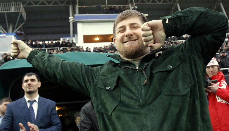 Kadirovs sava kluba cīkstoņiem dāvina 'Mercedes-Benz GLE'