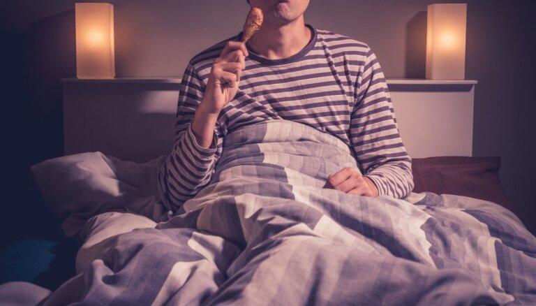 С трудом засыпаете? 2 продукта, которые вы должны съесть и выпить перед сном