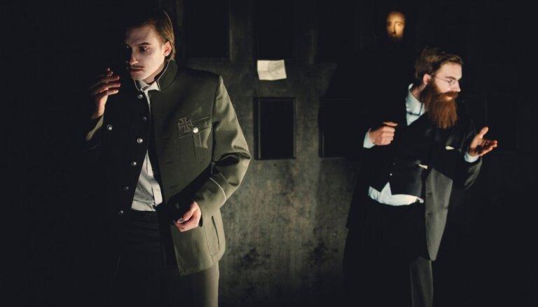 Foto: 'Dirty Deal Teatro' tapusi izrāde 'Andrievs Niedra'