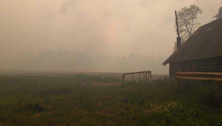 Veselības inspekcija: kūdras un mežu ugunsgrēku dūmi var ietekmēt cilvēkus