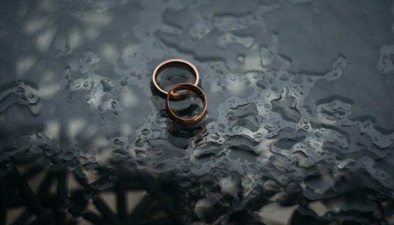 Ja esmu uzaudzis šķirtā ģimenē, vai arī mana laulība ir apdraudēta? Atbild speciāliste