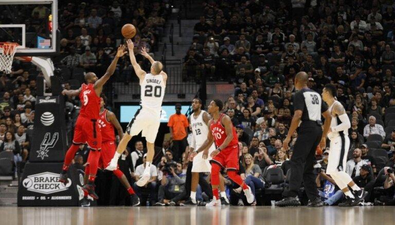 'Spurs' ar Bertānu rezervē uzvar 'Raptors' un turpina sezonu bez zaudējumiem