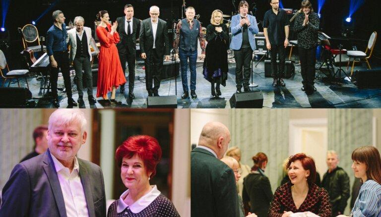 Foto: Draugi un kolēģi sirsnīgi nosvin Aivara Hermaņa 65 gadu jubileju