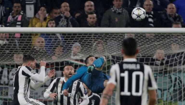 Ronaldu gūst 'supervārtus' Madrides 'Real' uzvarā pār 'Juventus'