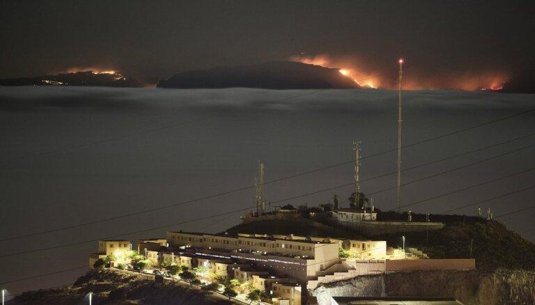 Kanāriju salās savvaļas ugunsgrēka dēļ evakuēti 8000 cilvēki