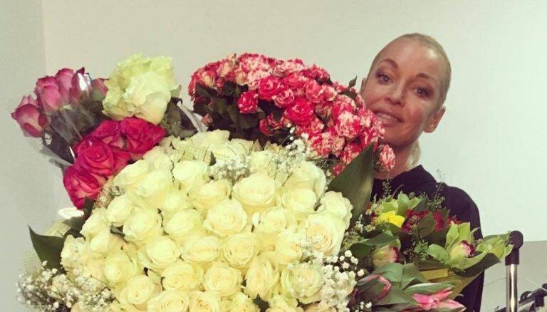 ВИДЕО: Волочкова дебютировала в театре с постельной сцены