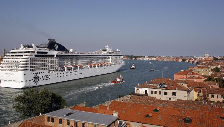 Большим круизным лайнерам запретят заходить в центр Венеции