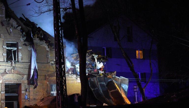 Foto un video: Āgenskalnā sprādziens daļēji sagrauj daudzdzīvokļu māju; seši cietušie un bojāgājušais (plkst. 11:14)