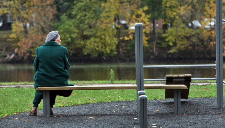 Saeima vērtēs ierosinājumu izsniegt lielākus pabalstus vientuļajiem pensionāriem