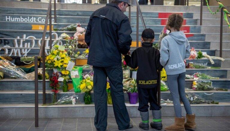 Kanādas traģiskās avārijas upuru skaits pieaudzis līdz 15; valstī sēro par bojāgājušajiem