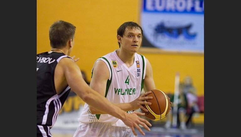 Basketbolisti Gabrāns un Veselovs atgriežas 'Valmieras' komandā