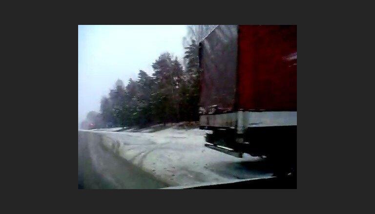 Apledo Pleskavas šoseja, kravas auto grāvī - 2