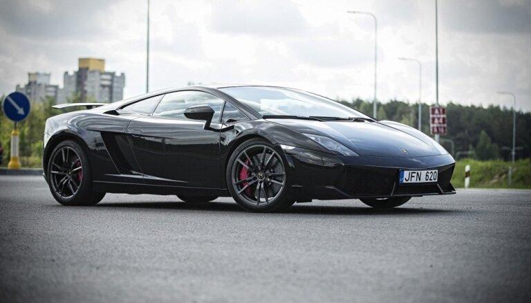 Vēlies sēdēt pie 'Ferrari' vai 'Lamborghini' stūres?
