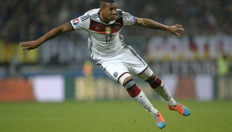 Boatengs pēc sarunas ar Mourinju atsakās no 'Bayern' pāriet uz 'United'