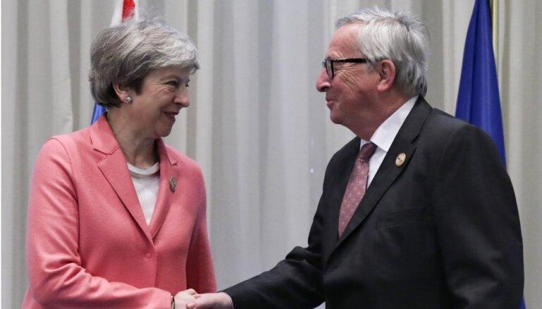 Junkers un Meja panākuši 'labu progresu' sarunās par 'Brexit' vienošanos, pauž EK
