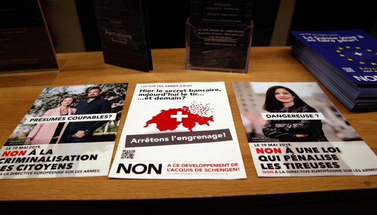 Šveicē notiek referendums par stingrāku šaujamieroču kontroli