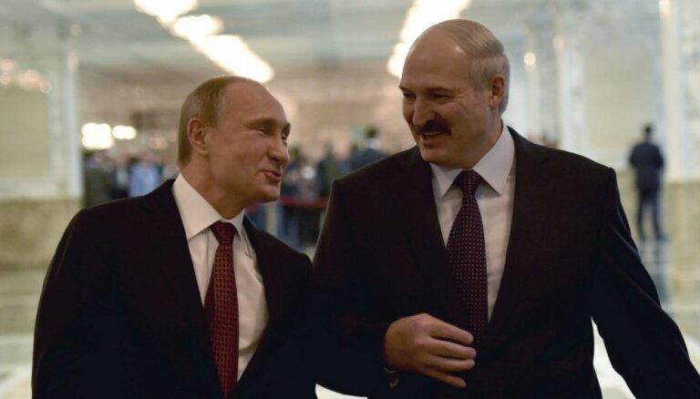 Krievija atsākusi ierobežotas naftas piegādes Baltkrievijai