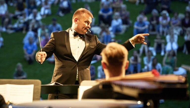 Foto: Ar brīvdabas koncertu atklāta 'LNSO vasarnīca' Ventspilī