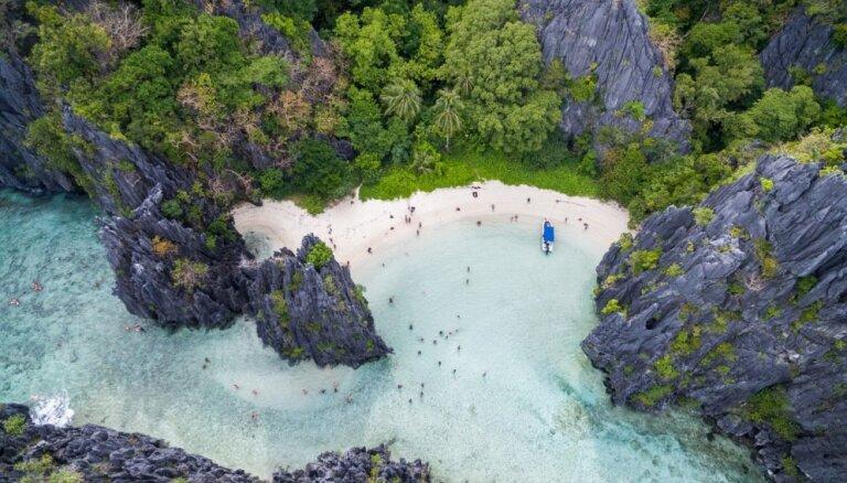 Kristāldzidrs ūdens un smiltis kā pūderis: piecas pasaulē labākās pludmales