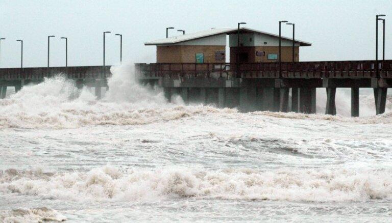 Ņūorleāna gaida vētras 'Aizeks' ierašanos