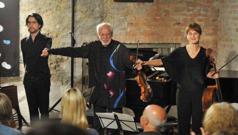 Foto: Mazajā Mežotnes pilī izskanējis koncerts 'Krēmers. Osokins. Dirvanauskaite'