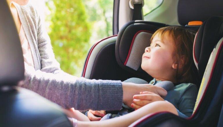 Kā izvēlēties bērnam piemērotāko auto sēdeklīša veidu