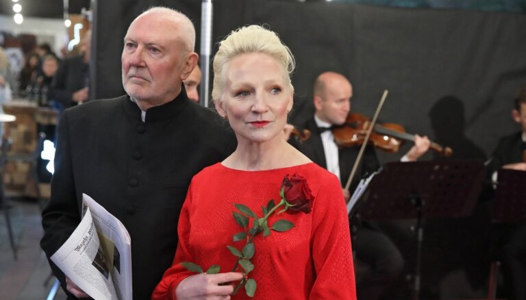 Foto: Grezni kā Benjamiņu laikā – nosvinēta filmas 'Emīlija. Latvijas preses karaliene' pirmizrāde
