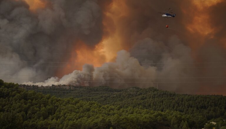 Eiropas dienvidos plosās mežu ugunsgrēki