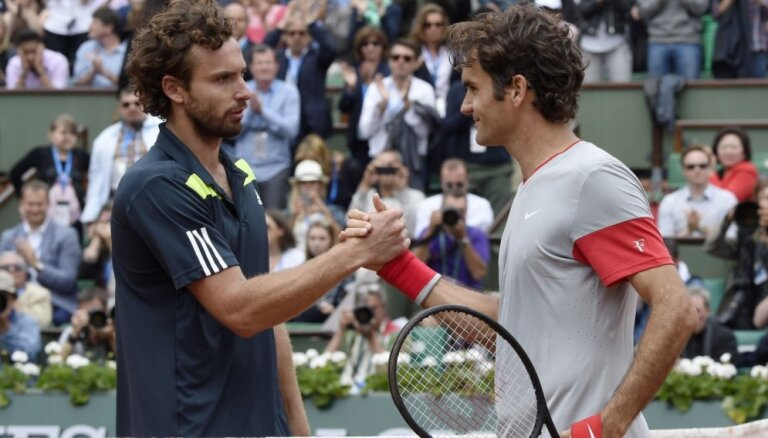 Gulbis dramatiskā cīņā uzvar Federeru