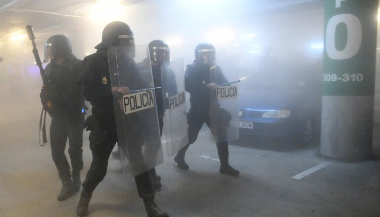 Foto: Pēc katalāņu līderu notiesāšanas Barselonā izceļas nekārtības