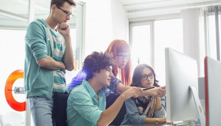 21% jauniešu neapceltu draugus internetā, liecina skolēnu zināšanu pārbaude