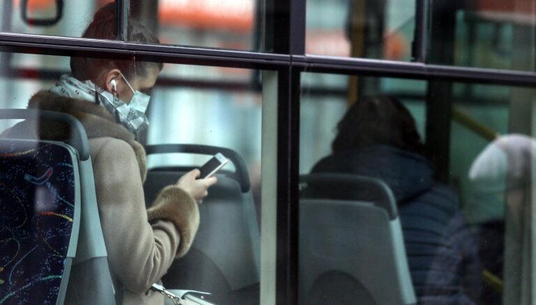 Sabiedriskais transports kursēs arī komandantstundu laikā