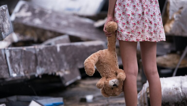 Zīdaiņu aprūpes centrā Rīgā žurnālisti fiksē šokējošu vienaldzību, vēsta portāls