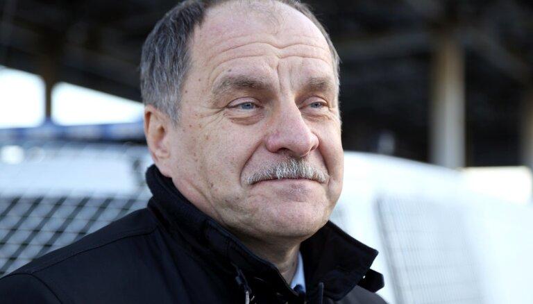 Autotirgotāju Īli apsūdz par krāpšanas mēģinājumu saistībā ar spēkratu piegādi policijai