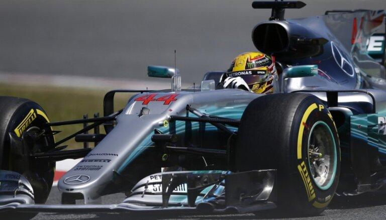 Hamiltons izcīna pirmo starta vietu pirms Spānijas 'Grand Prix'
