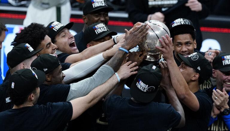 'Bucks' sakauj 'Hawks' un pirmo reizi 45 gadu laikā sasniedz NBA finālu