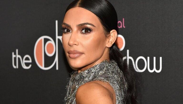 Ким Кардашьян публично призналась в фотошопе на семейном снимке